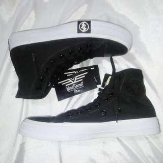 Sepatu Converse Undefeated Hi Black