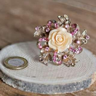 🚚 Pink Floral Brooch