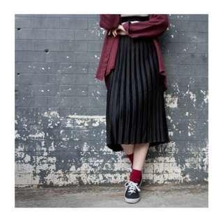 🚚 [BNIP] Black Pleated Midi-Dress