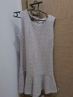 Preloved grey white dress