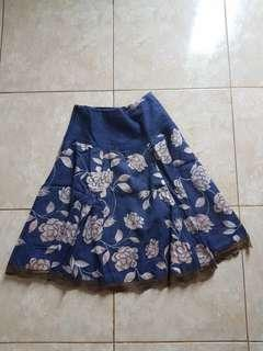 rok denim flower skirt