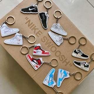 🚚 Nike Off White Sneaker Keychain