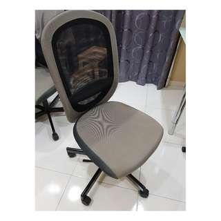 Chair (office / study) with adjustable height