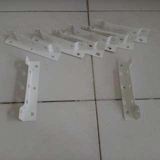 8 pieces of shelf brackets for quick sale