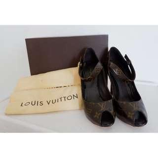 LV SHOES 100% AUTHENTIC )PRE LOVED)