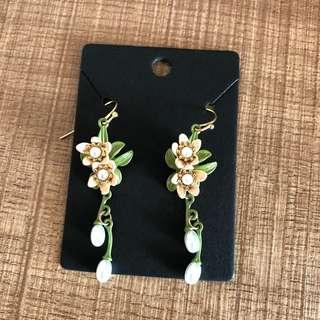 Brand new classy floral earrings