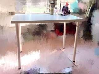 IKEA 純白辦公桌