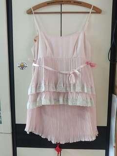 Laisse passe嫰粉紅百摺吊帶上衣+百摺半截裙ㄧ套