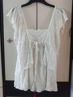 白色釘珠蕾絲花邊吊帶上衣