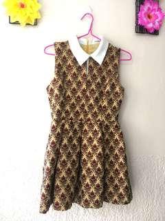 Collared vintagey dress.