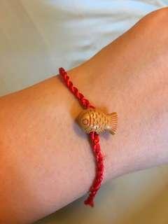 Fish bracelet 魚仔紅繩手繩