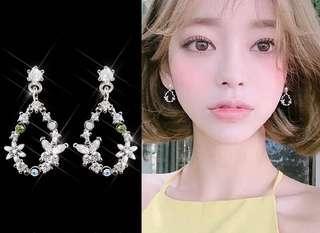 🚚 正韓🇰🇷925銀針花環系列水滴💧造型超閃💎鋯石耳環