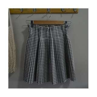 Pleated Mini Skirt Made in Korea (Size S)