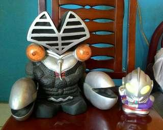 Alien Baltan + Ultraman action figure