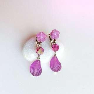 降價!真正1960年代美國古董玫紫極光角珠花朵長墜夾式耳環