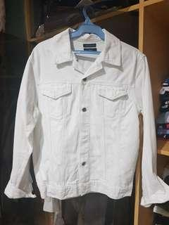 WHITE DENIM JACKET FROM STRAIGHTFORWARD