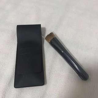 Shiseido foundation brush (w/ pouch)