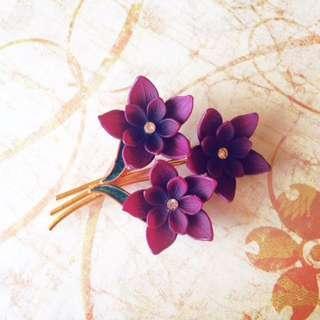美國古董萊茵石鑲嵌 琺瑯綠葉沉醉漸層紫紅塑料花束別針