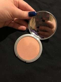 Cindy Lou maniser highlighter