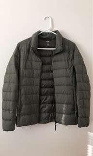 UNIQLO bubble jacket women's (size M)