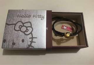 周生生(Sanrio) 足金Hello Kitty 吊墜 連頸皮繩/手縺 2 用