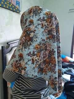 Hijab segiempqt wolfis motif tebal