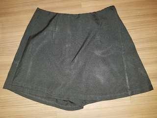 Cropped top and black skorts set
