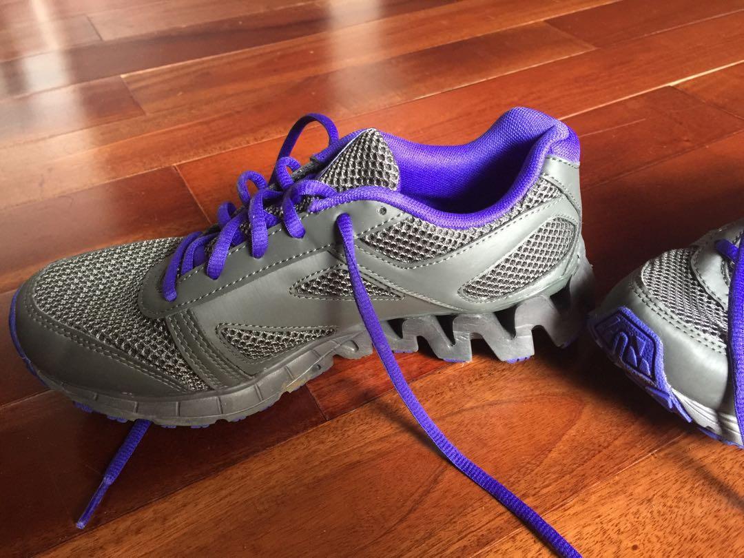 Sepatu Olah Raga Reebok