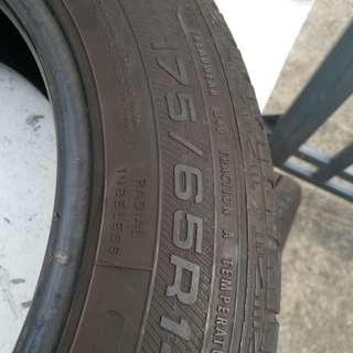 Tayar Second used tyre
