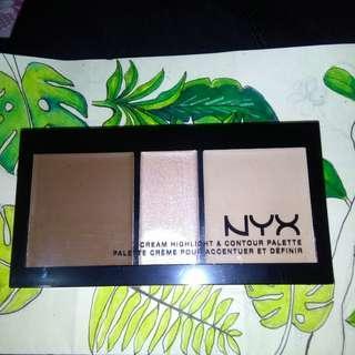 NYX Cream Highlight and Contour Palette in Medium