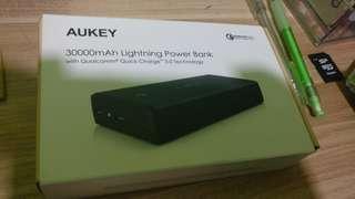 Aukey PB-T11 30,000mAH powerbank