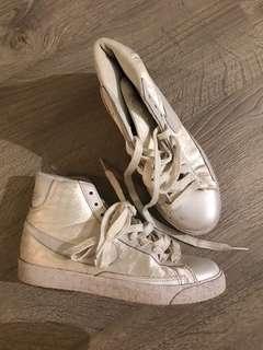 White Nike High Tops Size 7