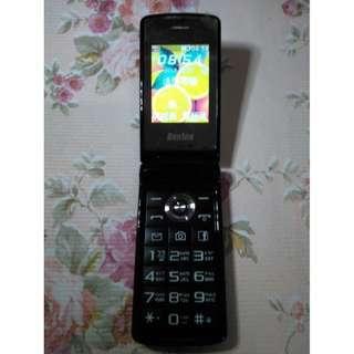🚚 Benten W703+雙螢幕折疊老人機 3G 4G 可用,大按鍵、大字體、大音量、藍芽、相機,功能都正常,只賣800元