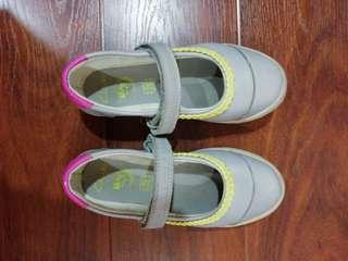 Clarks girl shoes 10G