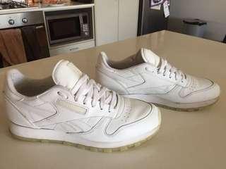 Men's white Reebok sneakers trainers