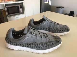 Men's Nike grey  mayfly woven sneakers trainers