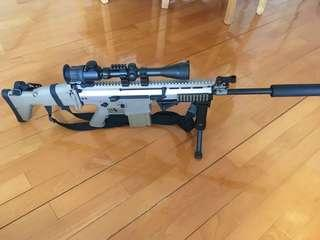 WE SCAR-H Tan color AEG wargame 95% new with medium and long barrel. WE SCAR-H 沙色電槍 中/長管 九成以上新淨
