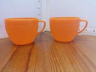 家中舊物70年代紅A牌膠橙色咖啡杯一對Made in Hong Kong