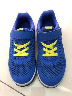 Nike sports shoes UK12.5