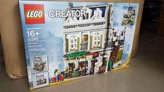BNIB Lego Creator 10243 Parisian Restaurant