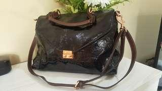Auth Mulberry Satchell patent black