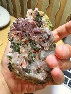 🚚 白水晶簇與綠簾石共生礦