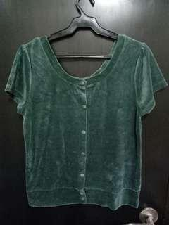 50 PESOS LAST PRICE.  Green velvet top. No flaws :)