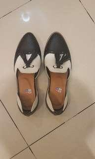 Never been used Ride inc leather shoes