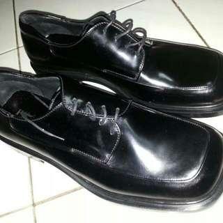 Sepatu Leather PRADA Authentic Size 9