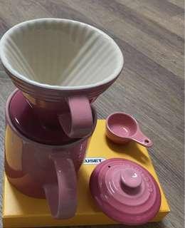 🚚 《Le Creuset》測量匙咖啡匙 粉紅2手~陶瓷法瑯咖啡壺過濾杯 勺子 99.999新,亮晶晶三件組-LC-4210100150