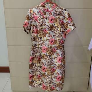 dress bunga creme