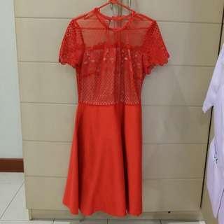 dress merah