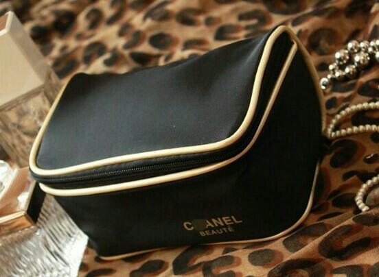 6bfc5db4dce9 💯👍 BN CHANEL MAKEUP BOXY POUCH, Luxury, Bags & Wallets, Clutches ...