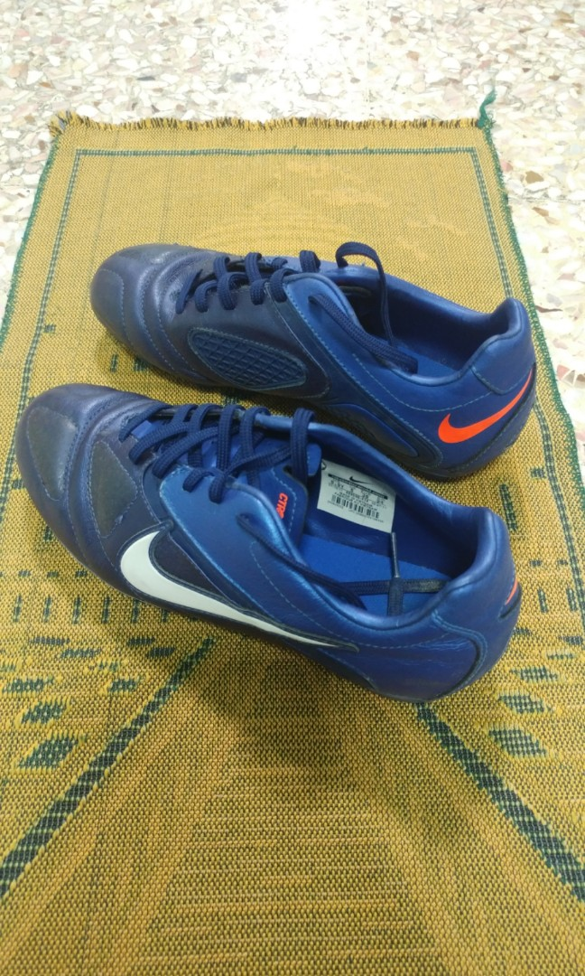 4ae6218a684d Nike CTR360 Libretto II Youth FG Cleats Loyal Blue/White/Royal Blue,  Sports, Sports Apparel on Carousell